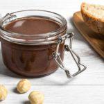 La crema di nocciole al cioccolato buona e sana